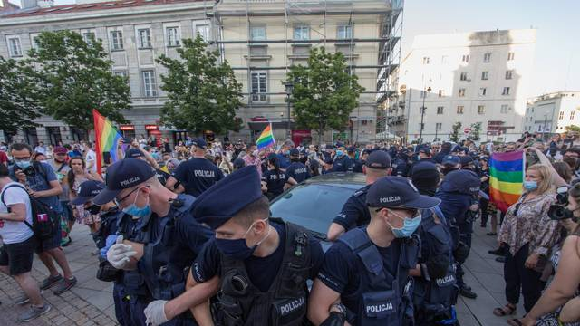 Poljska: Pokušali zaustaviti uhićenje aktivistice LGBT-a