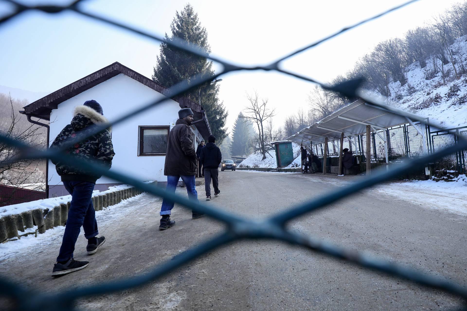 BiH: Racija u kampu migranata, policija kontrolira ilegalce