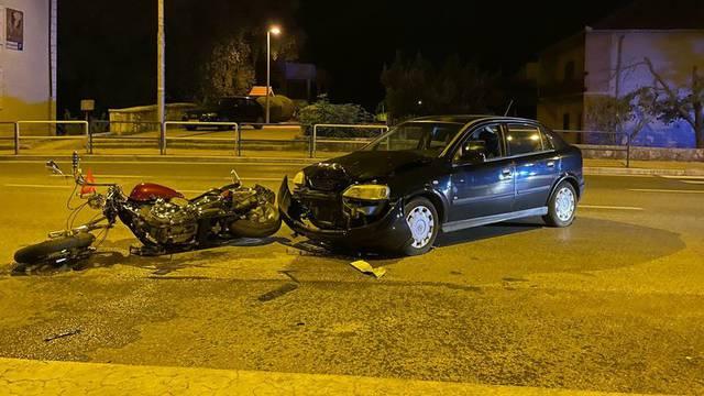 Motociklista prevezli u bolnicu nakon sudara s autom u Sinju