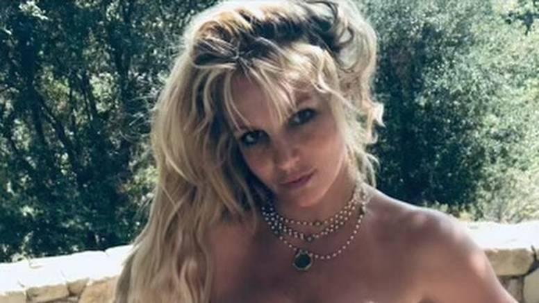 Skinula se, zaplesala i zaručila pa nestala s društvenih mreža: 'Britney je dobro, ona sad slavi'