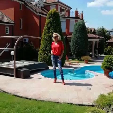 Zavirite u milijunski dom Lepe Brene: Ima dva bazena i saunu