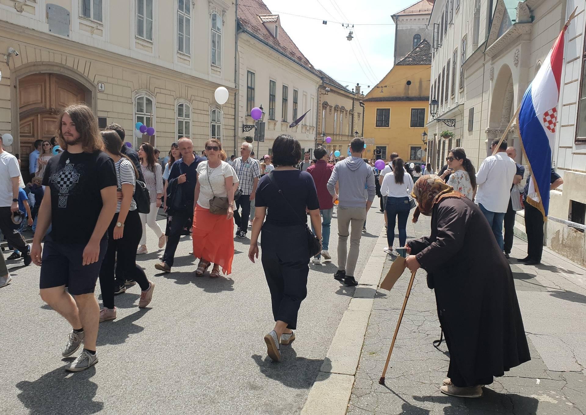 Hodači za život prolazili kraj bakice: 'Pomozite, gladna sam'