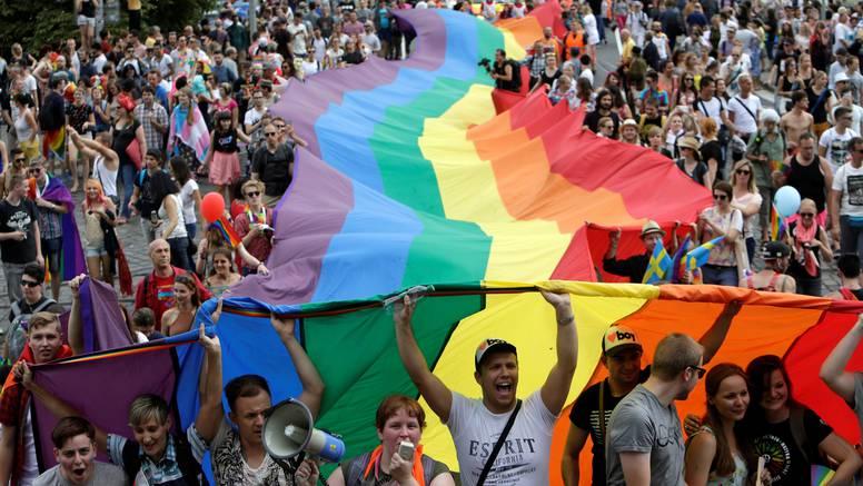 Ljubav je jača od mržnje: Na ulice Praga izašle tisuće ljudi