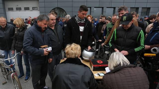 Došli,  vidjeli i  - kupili: Policija rasprodala pronađene artikle