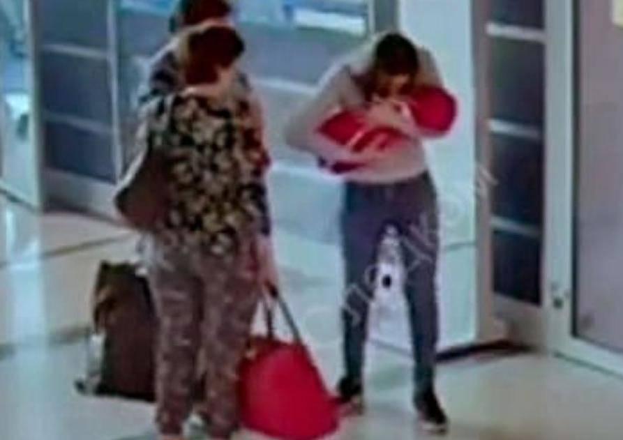 Prodala svoju bebu pa plakala: 'Žao mi je, vratila bih vrijeme'