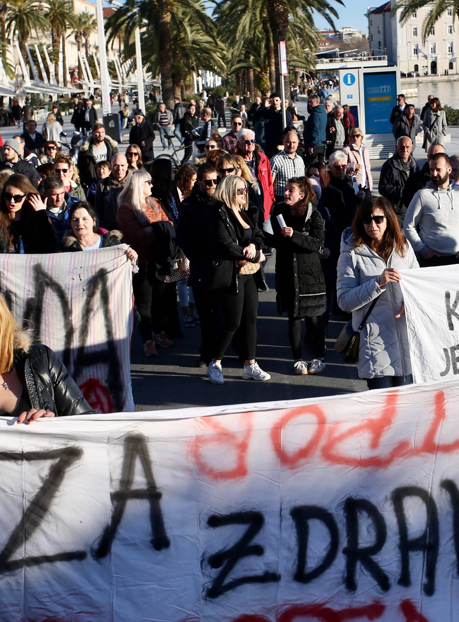 Splićani u mimohodu: 'I Filip i ubijeni žrtve su ovog sustava!'
