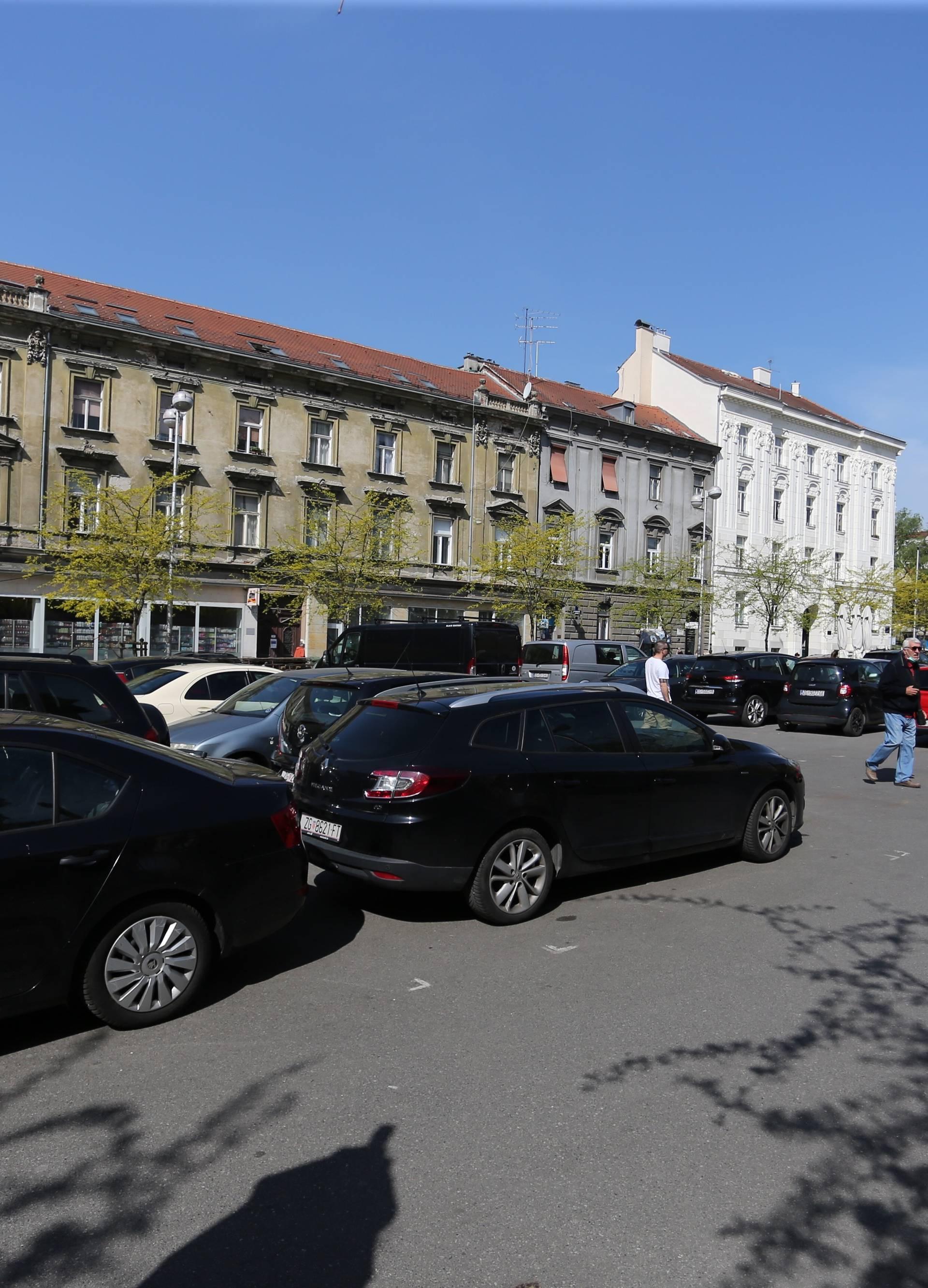 Zagreb: Nakon potresa Britanski trg je postao parkiralište za automobile