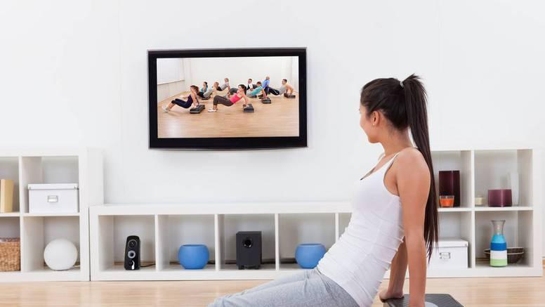 Veselo i korisno: Čak i najljeniji rade tri vježbe pred televizijom