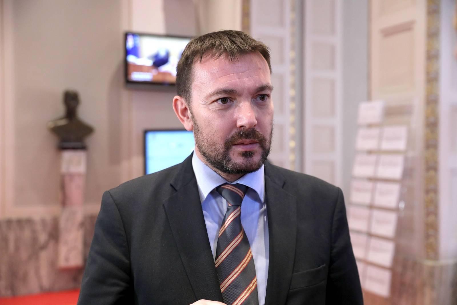 Zastupnik Arsen Bauk komentirao je u Saboru Premijerovu najavu o povečanju plaća