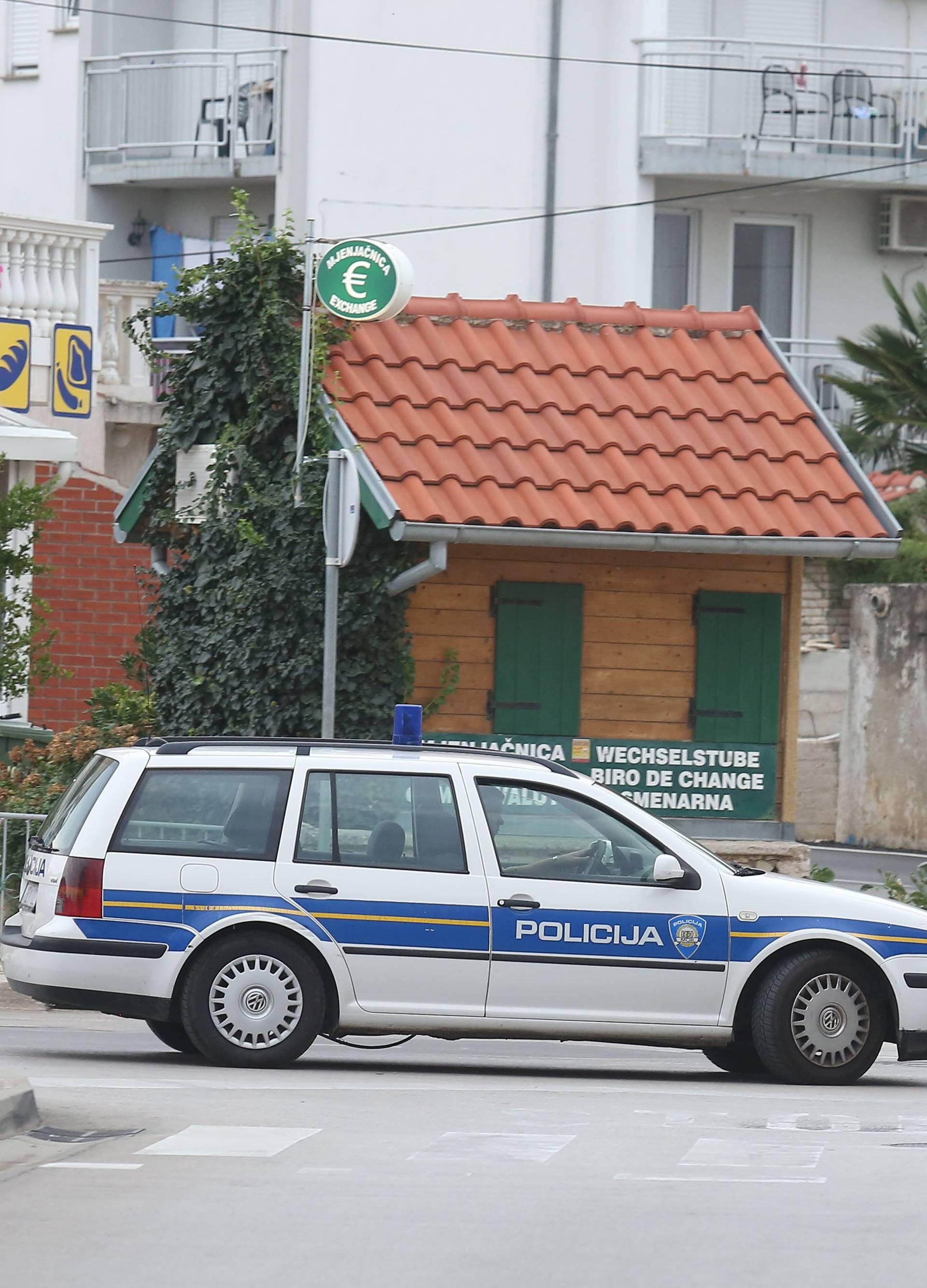 Naoružani maskirani muškarac orobio mjenjačnicu u Skradinu