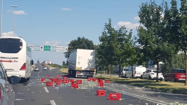 'Iz kamiona su ispadale gajbe, staklo je bilo posvuda na cesti'