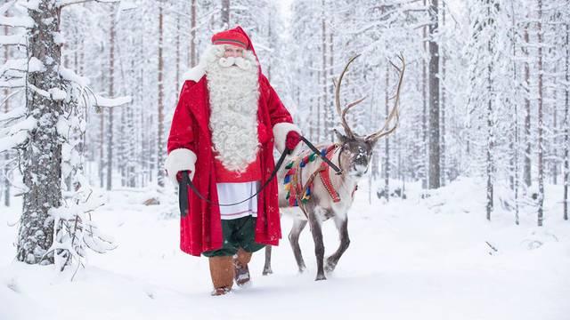 U Laponiji otužno ove godine: Djed Mraz iza pleksiglasa, bez ljudi, ali poručuje: Božića će biti