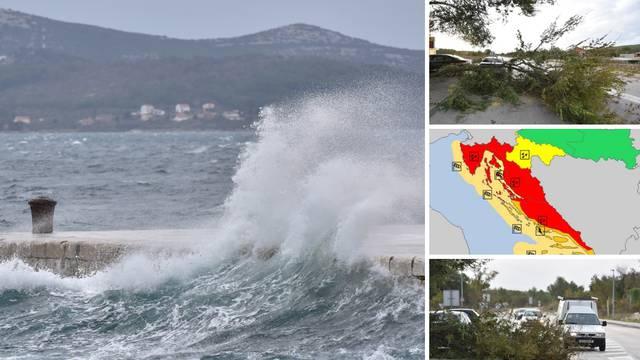 Jadran u crvenom: Jak vjetar ruši stabla i usporava promet