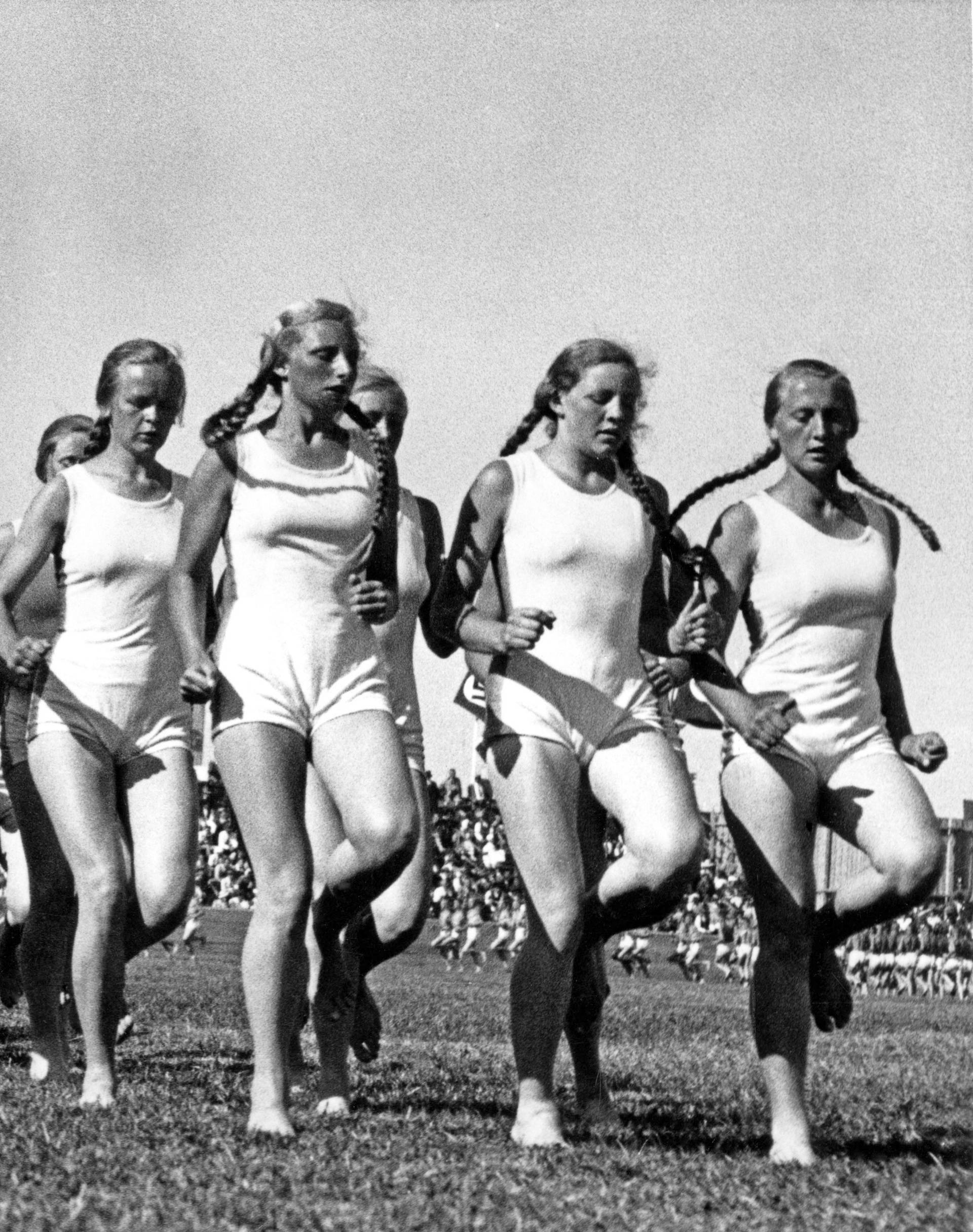 Frauen beim joggen, Sport, Leichtathletik, 1940er Jahre, genauer Ort unbekannt, Deutschland