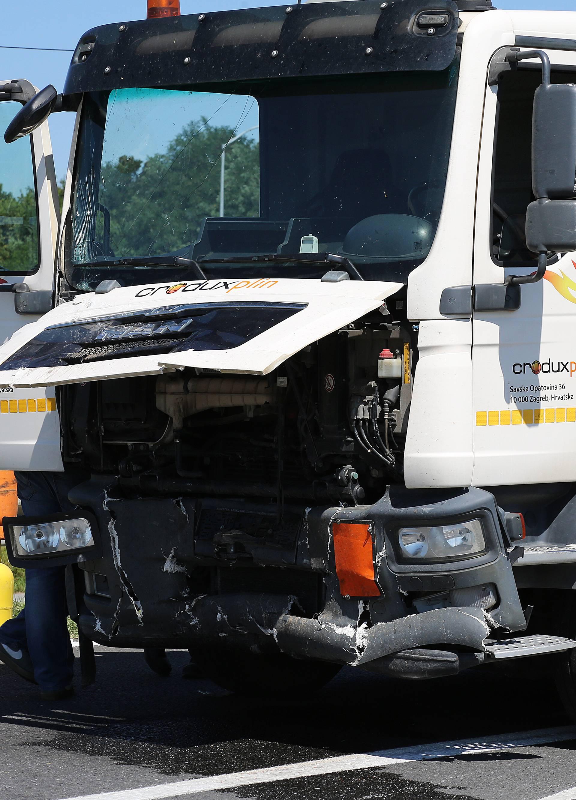 Strašan sudar kamiona i auta kod Đakova: Poginula djevojka