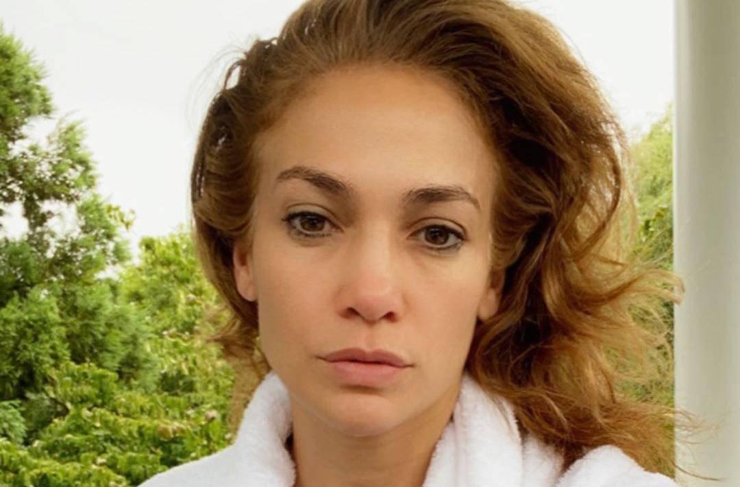 Jennifer Lopez selfiejem bez šminke oduševila obožavatelje
