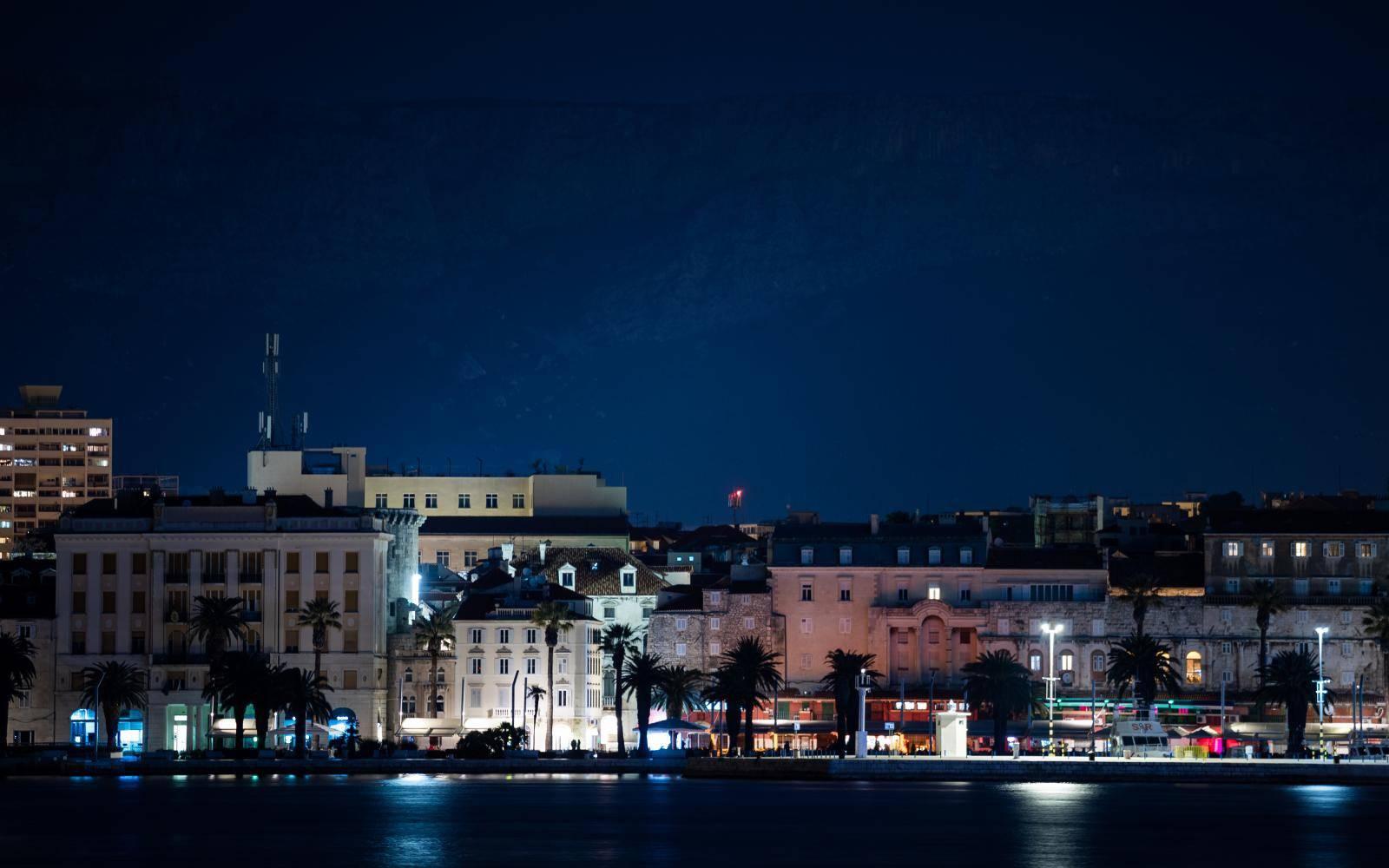 Simboličnim gašenjem svjetla i Split s epridružio akciji Earth Hour