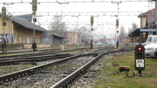 Zagreb: Penjao se na vagone i ukrao 28 naponskih kablova