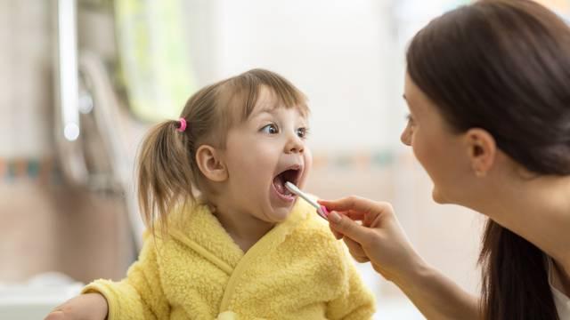 Mama otkrila trik kako svoje dijete 'natjera' da opere zube