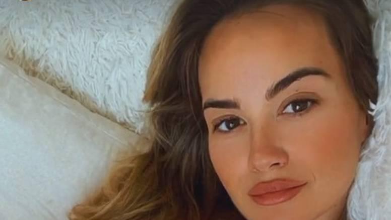 Adriana Đurđević objavila fotku u dresu, iz kreveta s trudničkim trbuščićem navija za naše dečke