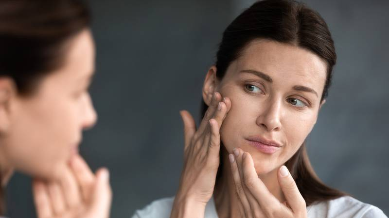 Menopauza uzrokuje suhu kožu, evo kako to jednostavno riješiti