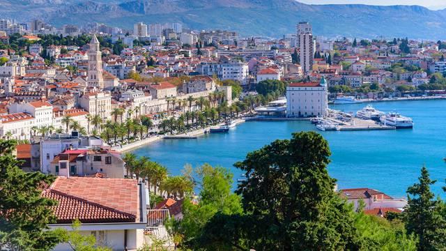 Kristalno more, povijesne građevine, čuda prirode - sve to Dalmacija nudi svojim gostima
