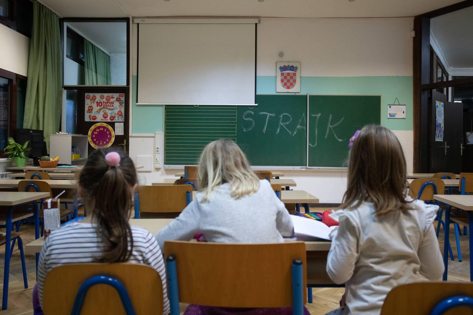 Započeo štrajk učitelja i profesora u osnovnim i srednjim školama