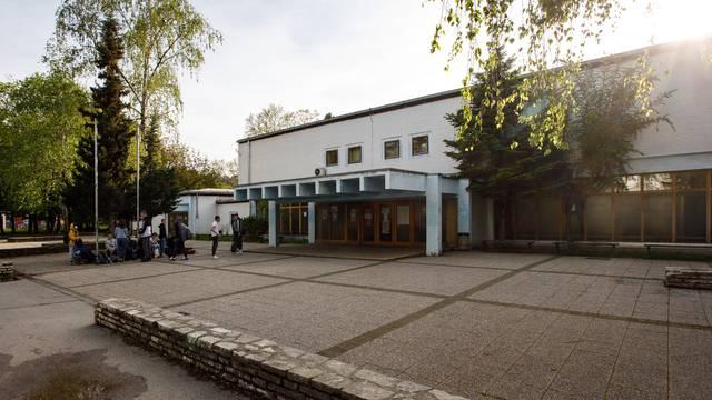 Incident u Zagrebu: Domar u osnovnu školu donio pušku, htio ju je popraviti? Došla i policija