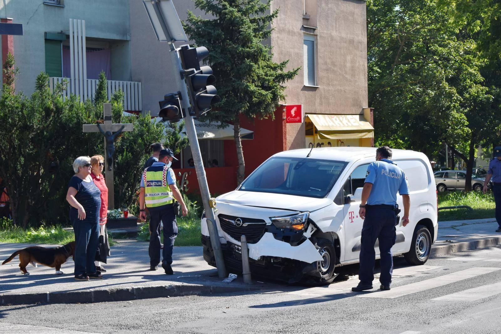Automobilom je naletio na pješakinju: Završila u bolnici