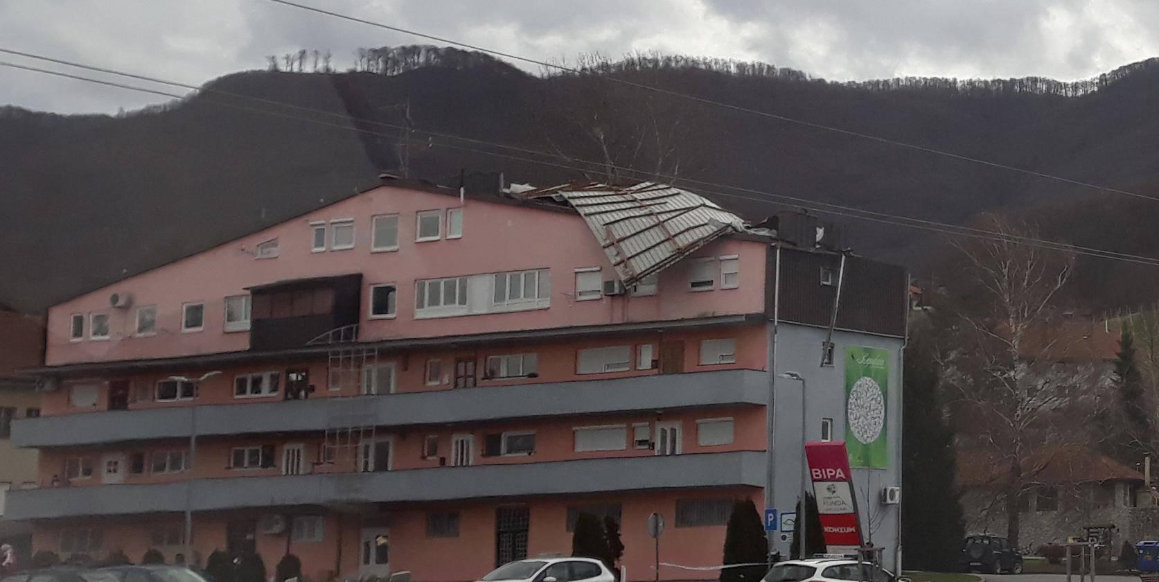 Oprez zbog vjetra! U Lepoglavi i Ivancu sa zgrada odletio krov