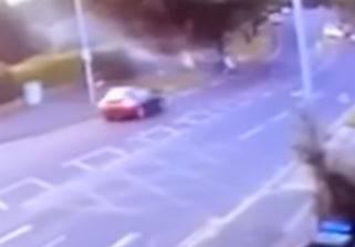 Šokantna snimka: Autom se zabili u stablo, četvero mrtvih!
