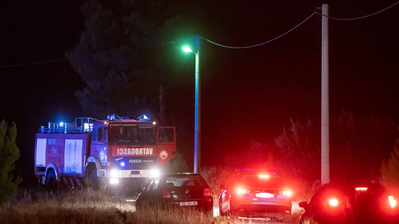 Vatrogasac lakše ozlijeđen pri gašenju požara kod Ražanca