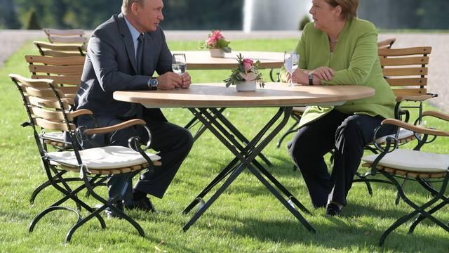 Merkel and Putin speak at Meseberg Palace in Gransee