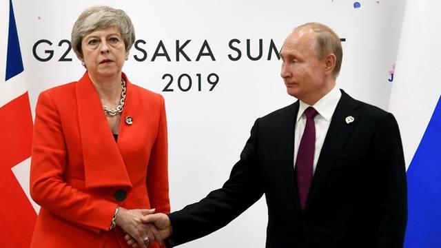 'Hladni' susret moćnika: 'May nije mogla ni pogledati Putina'