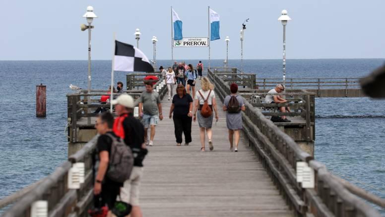 Island od sutra živi po 'starom normalnom': Ukidaju sve mjere