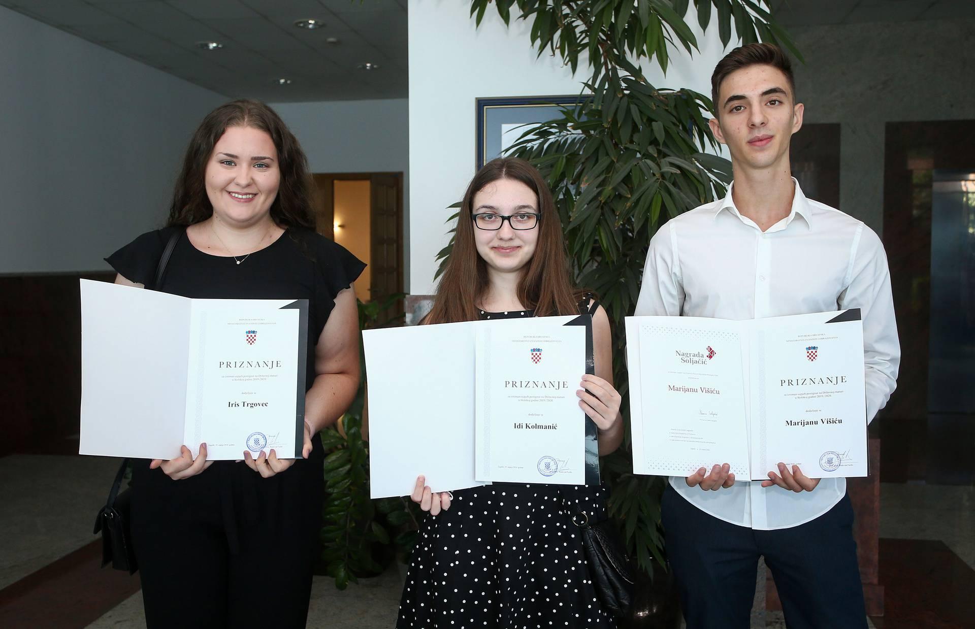 Nagrade Sakač i Soljačić: Troje maturanata dobilo 5000 eura i 5000 dolara za najbolje mature
