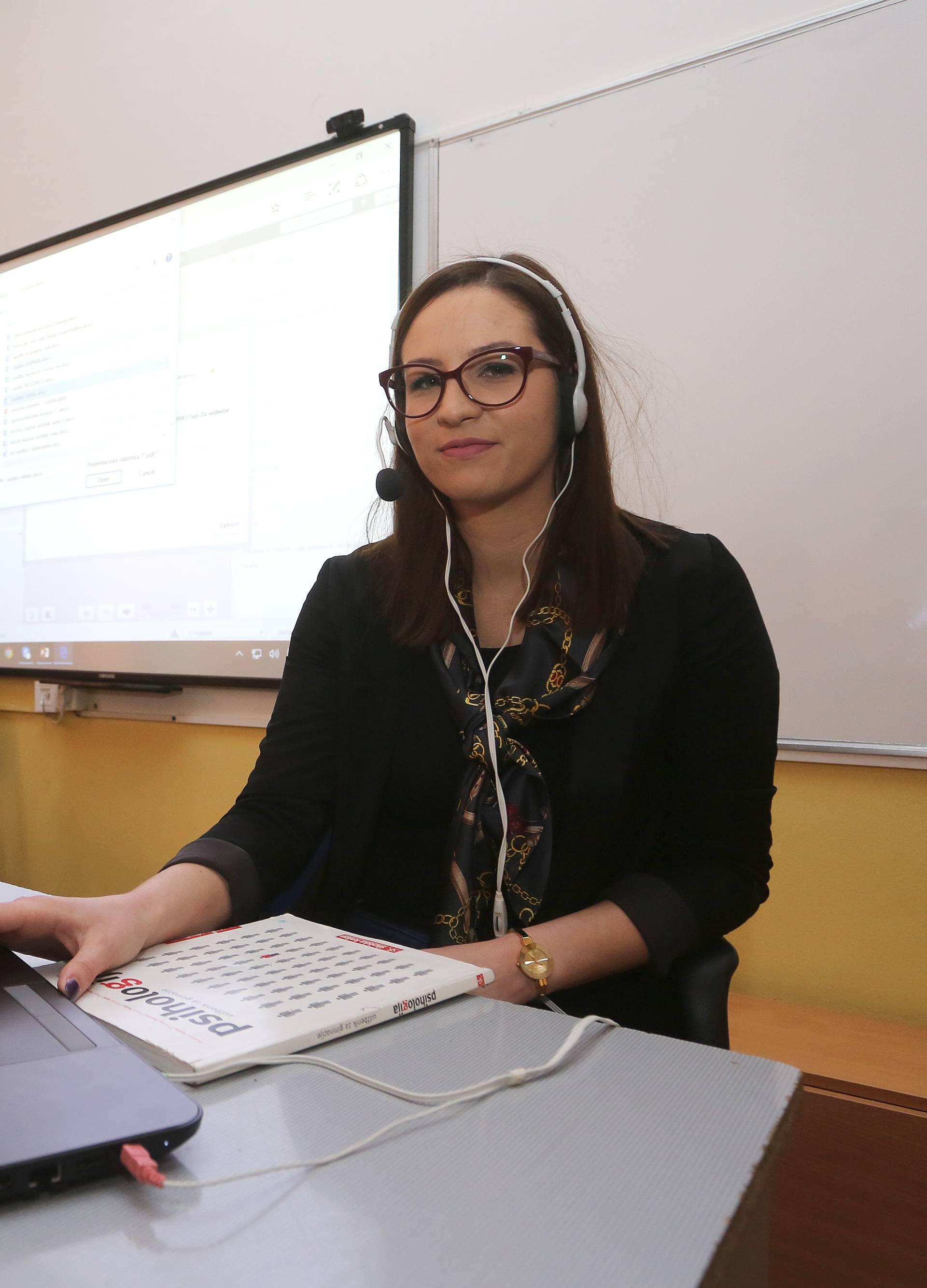 Gimnazijalci: Bolje učimo kad nastavu pratimo od kuće online