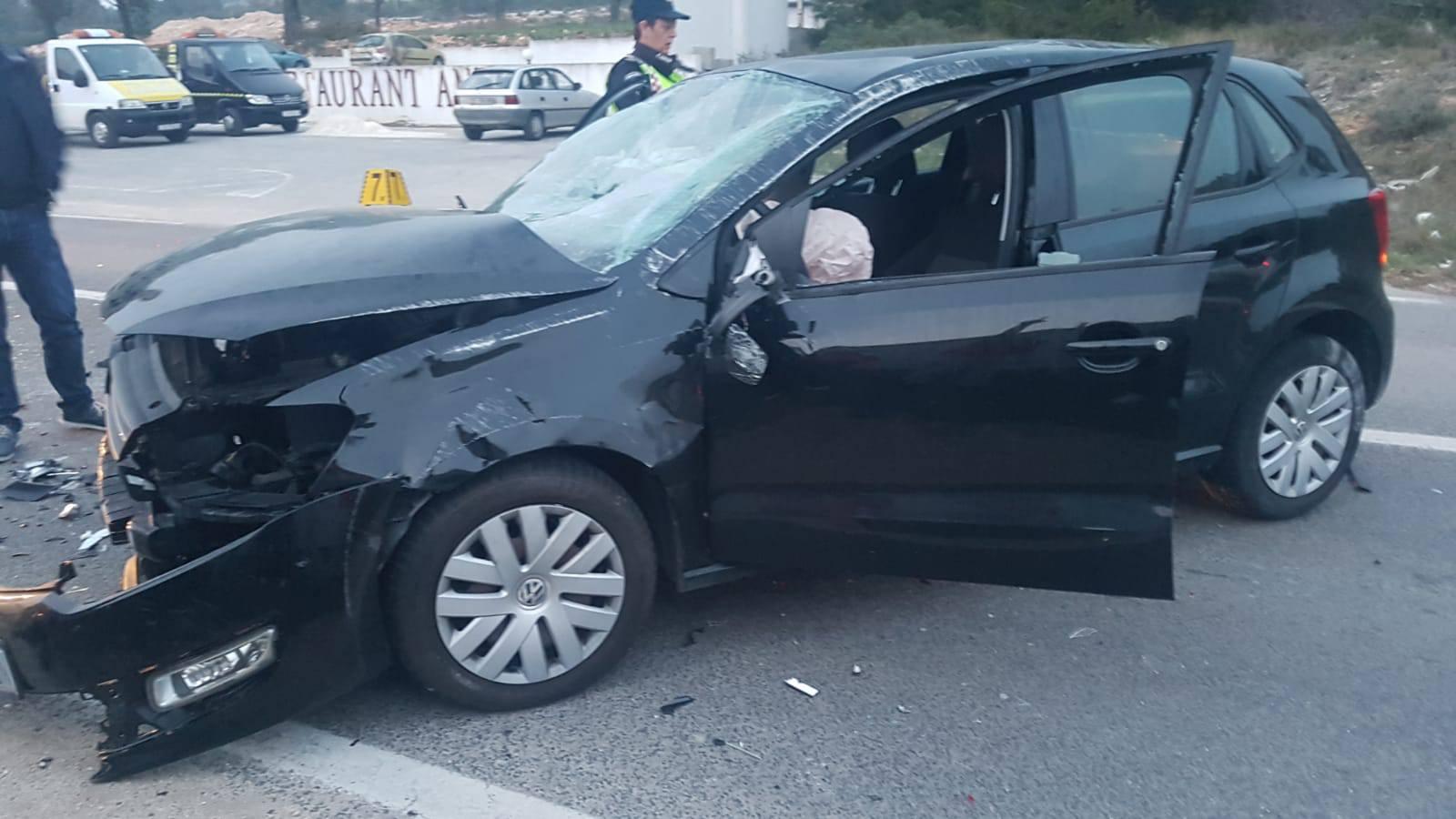 Zbog prevelike brzine sletjela s ceste i udarila u parkirani auto