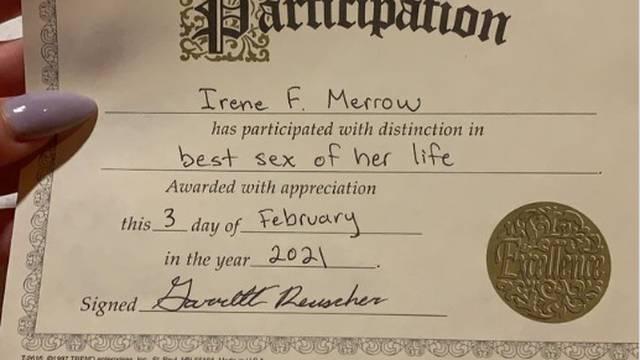 Ostala u šoku kad joj je dečko  uručio certifikat za najbolji seks