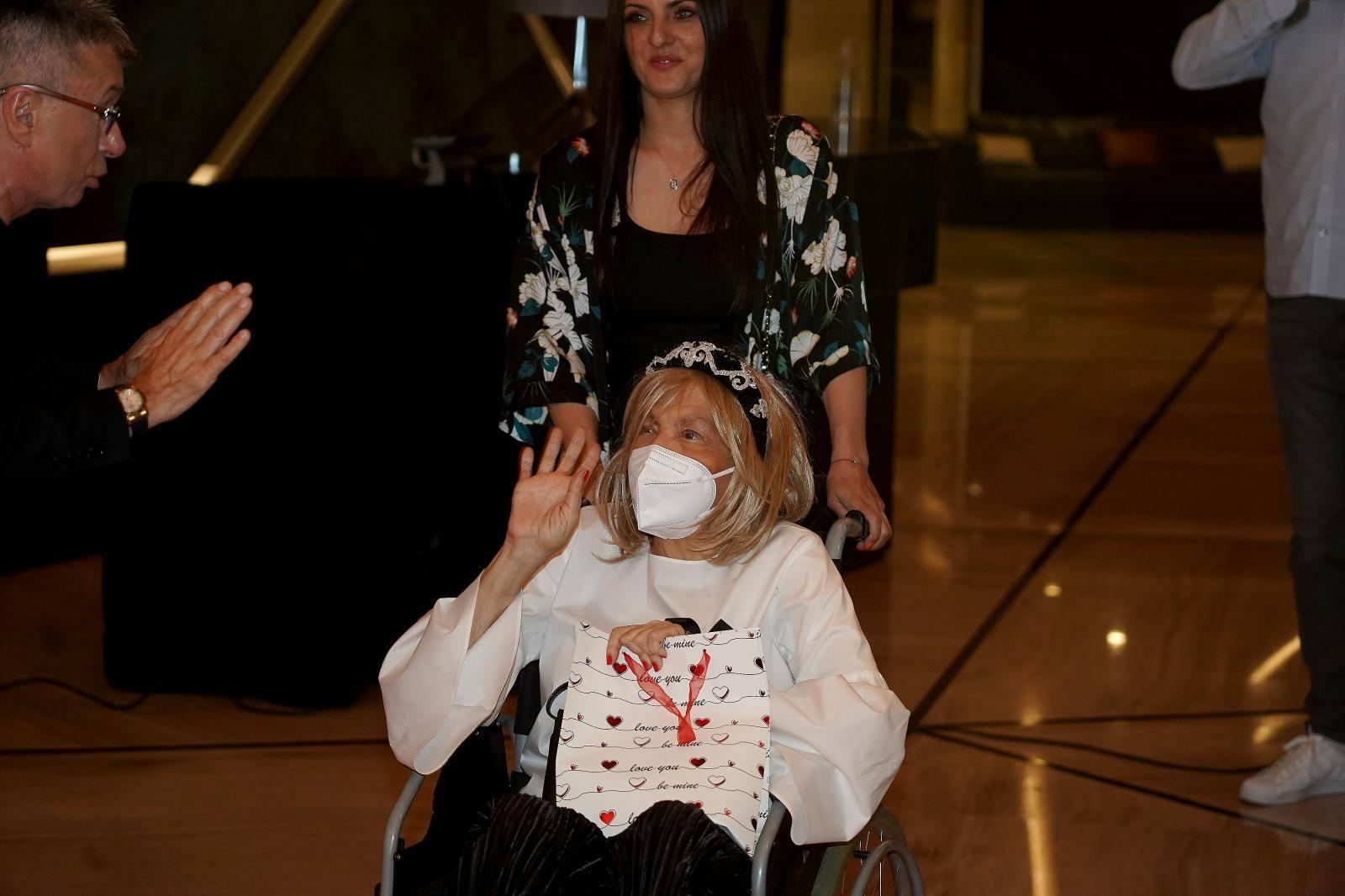 Marina Tucaković pojavila se u javnosti nakon dugo vremena, u kolicama rasplakala sve kolege