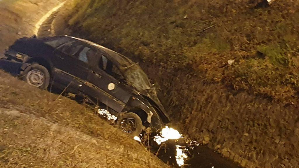 Autom sletio u potok: 'Čudo da je preživio, sam je izašao van'