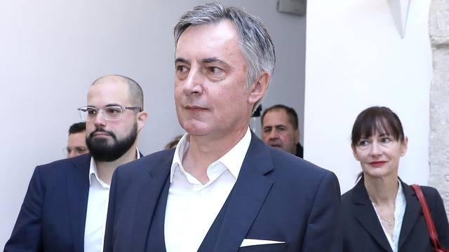 Zagreb: Miroslav Škoro predao je Drzavnom izbornom povjerenstvu kandidaturu za izbore
