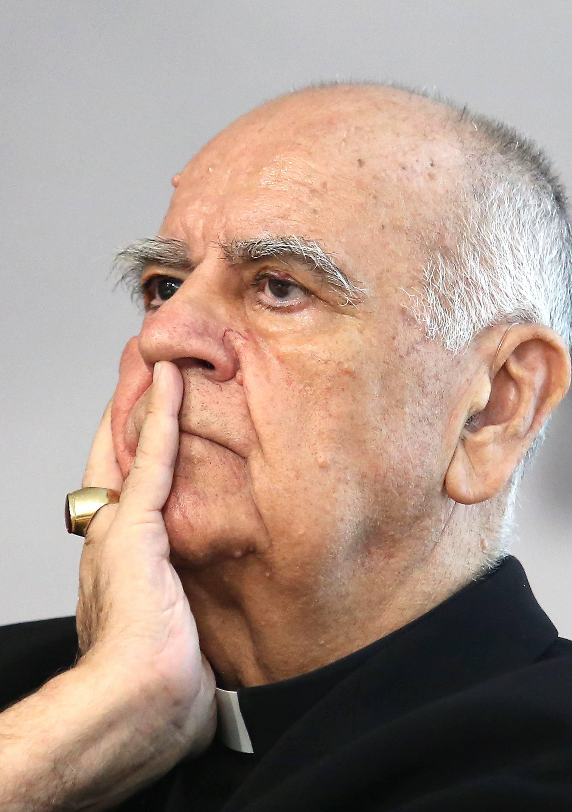 Šibenik:  Biskup Ratko Periæ predstavio je svoju knjigu Nada koja ne postiðuje