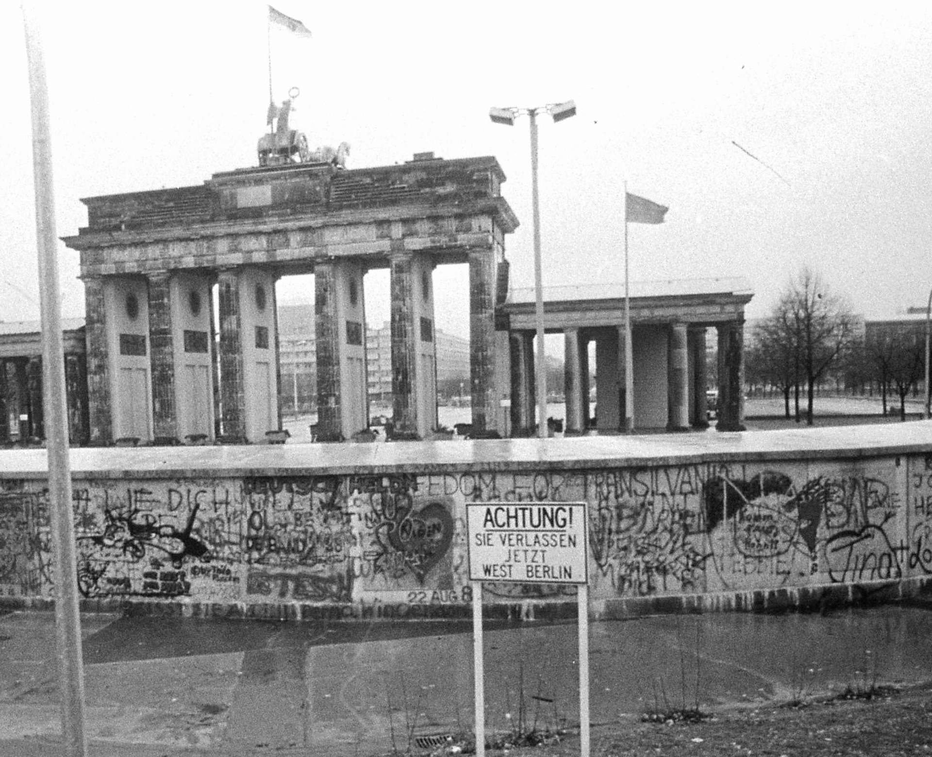 Archive photo - 30th anniversary of the fall of the Berlin Wall - stock photo