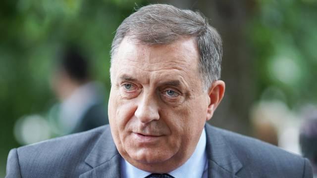 Banja Luka: Milorad Dodik s maskom na licu glasovao na parlamentarnim izborima