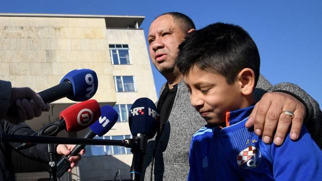 Bandićevo kumče Kristijan i otac Ahmet zapalili svijeću: 'Puno je Milan učinio za nas Rome'