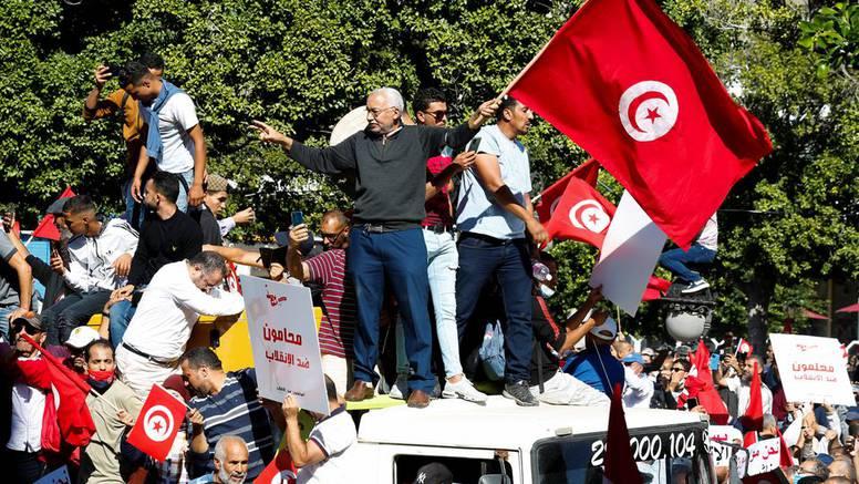 Najveći prosvjed protiv tuniskog predsjednika Saieda: Najmanje 6000 ljudi izašlo na ulice