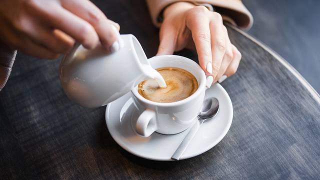 Trebamo li šećer i/ili mlijeko stavljati u kavu? Evo odgovora