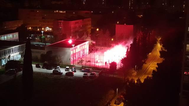 Đaci u Splitu priredili bakljadu ravnateljici pa zapalili i školu!