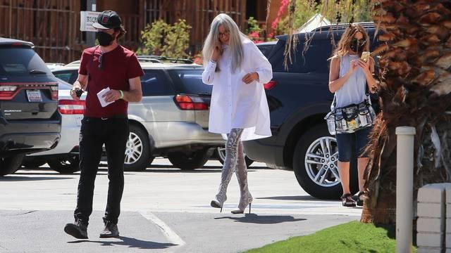 *EXCLUSIVE* Diane Keaton makes a fashion statement on the set of 'Mack & Rita'